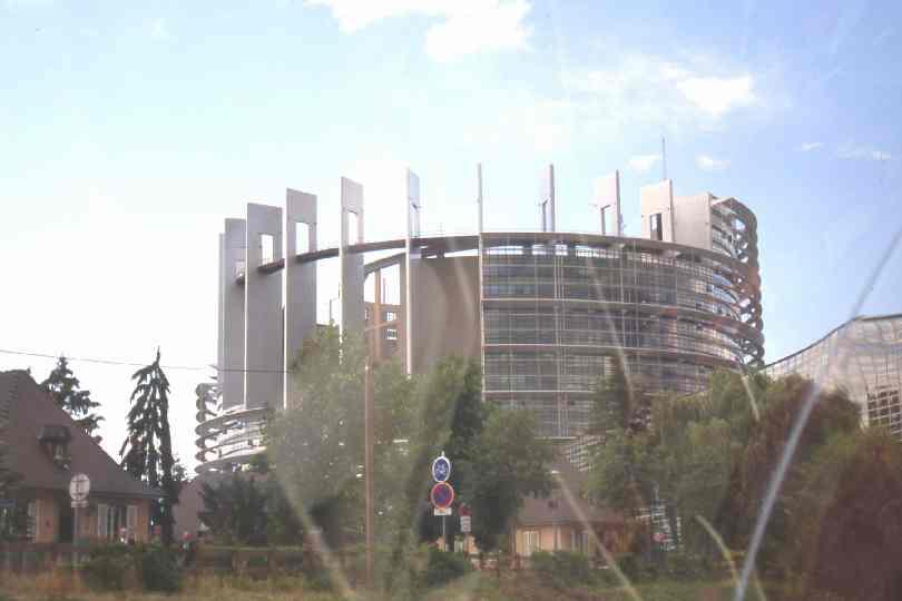 1 giorno for Dove si riunisce il parlamento italiano